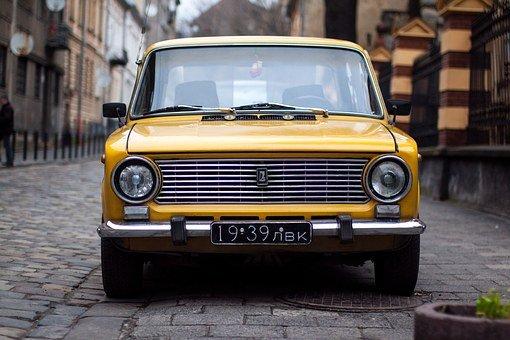 O czym pamiętać kupując pierwszy samochód w życiu?
